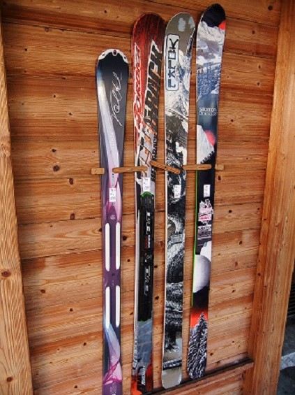 fixer des skis au mur pour d co forums remont es m caniques. Black Bedroom Furniture Sets. Home Design Ideas