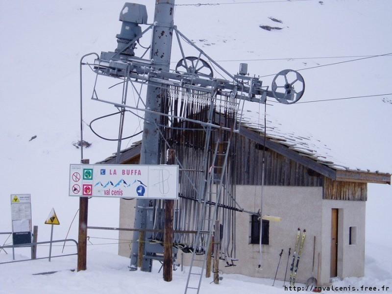 La gare aval de l'ancien téléski de la Buffa (© www.ski-valcenis.net).jpg