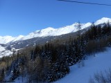 Vue du domaine skiable côté Lanslebourg-Lanslevillard depuis le TSD6 de la Ramasse.JPG