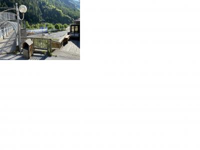 Image attachée: Le stock de cabines sur le parking.jpg